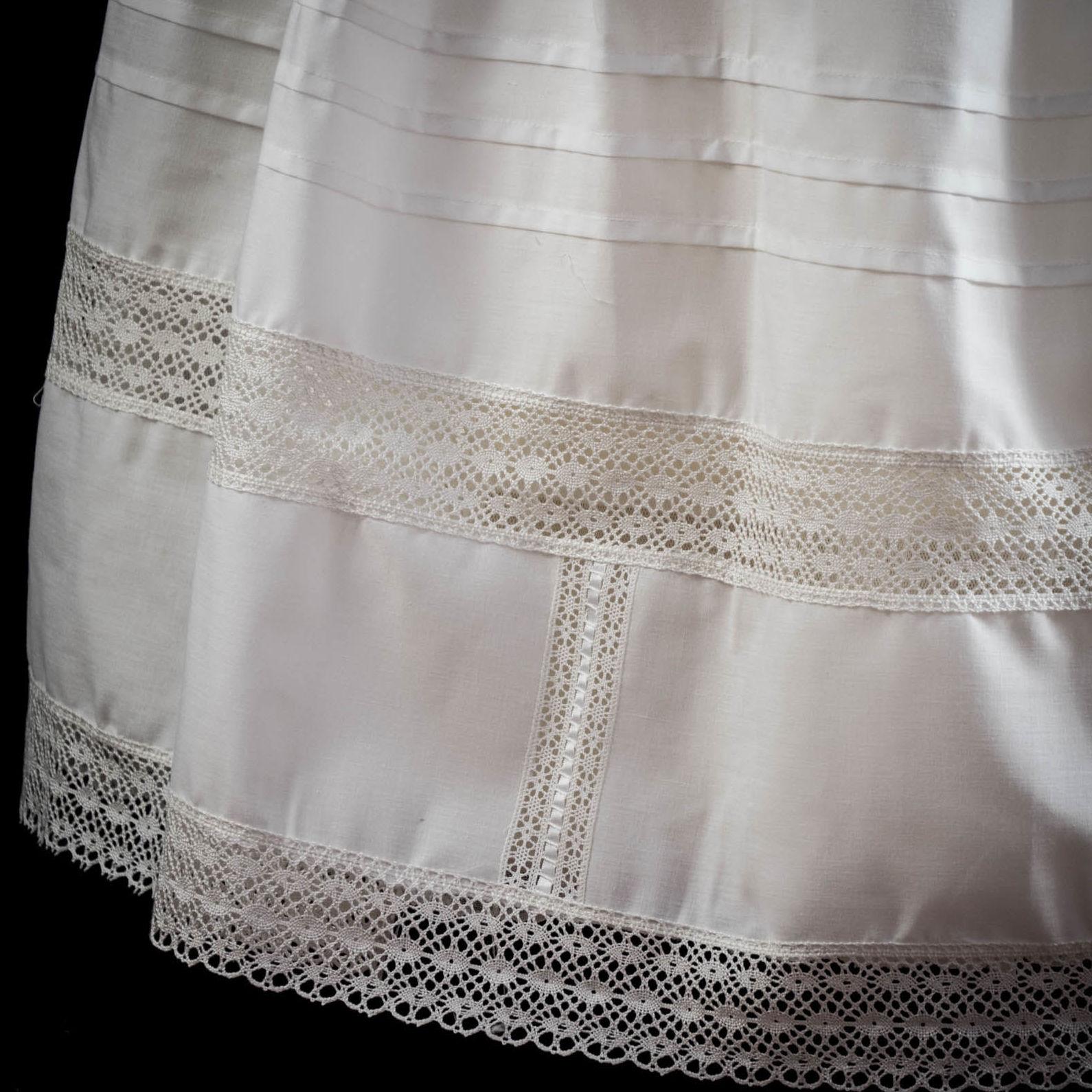 Foto 4 de Taller textil especializado en la elaboración de indumentaria valenciana en Tavernes de la Valldigna | La Llar del Fil