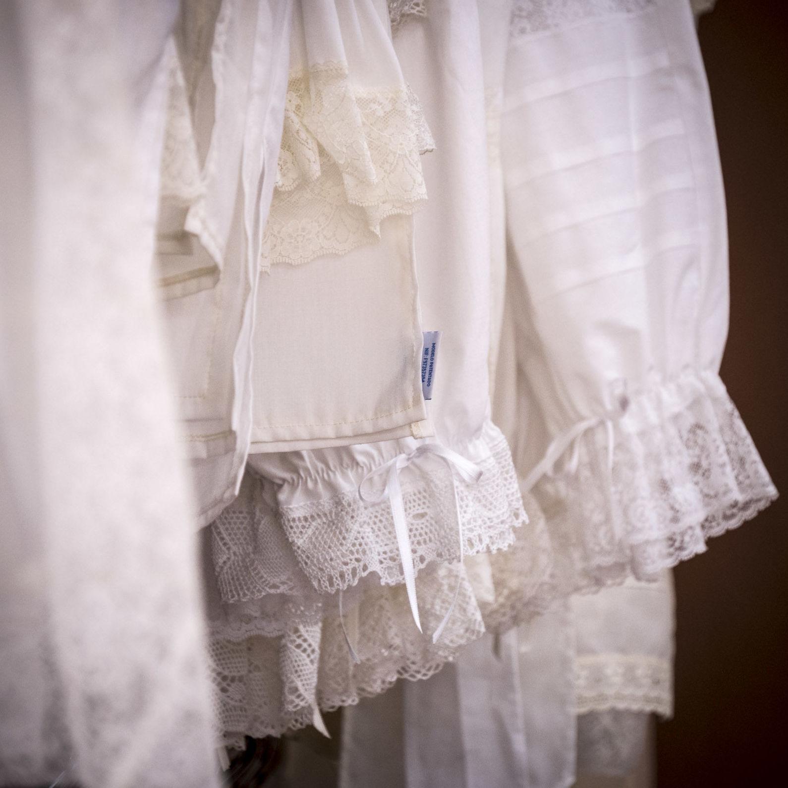 Foto 1 de Taller textil especializado en la elaboración de indumentaria valenciana en Tavernes de la Valldigna | La Llar del Fil