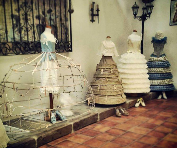 Taller textil artesano especializado en falleras en Valencia