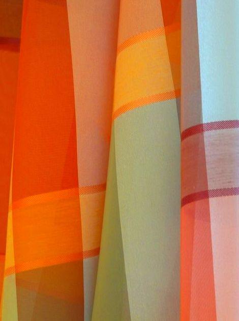 Colocación de cortinas en Vic, Barcelona