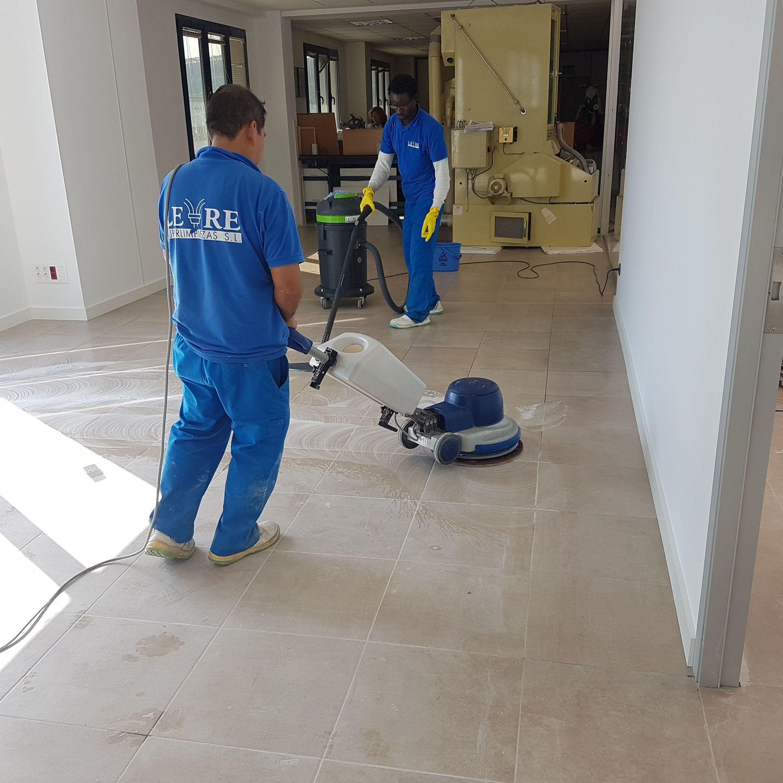 Limpieza de suelos con rotativa