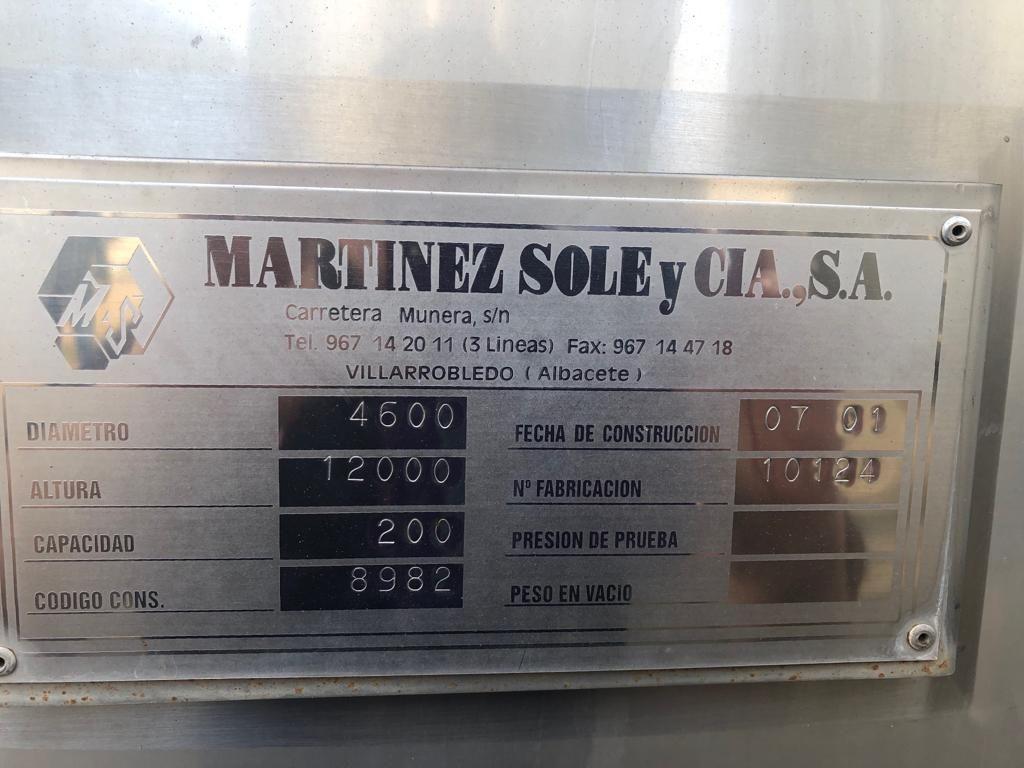 Depósitos de 200000 litros, 6 de ellos con serpentín  y 3 sin serpentín