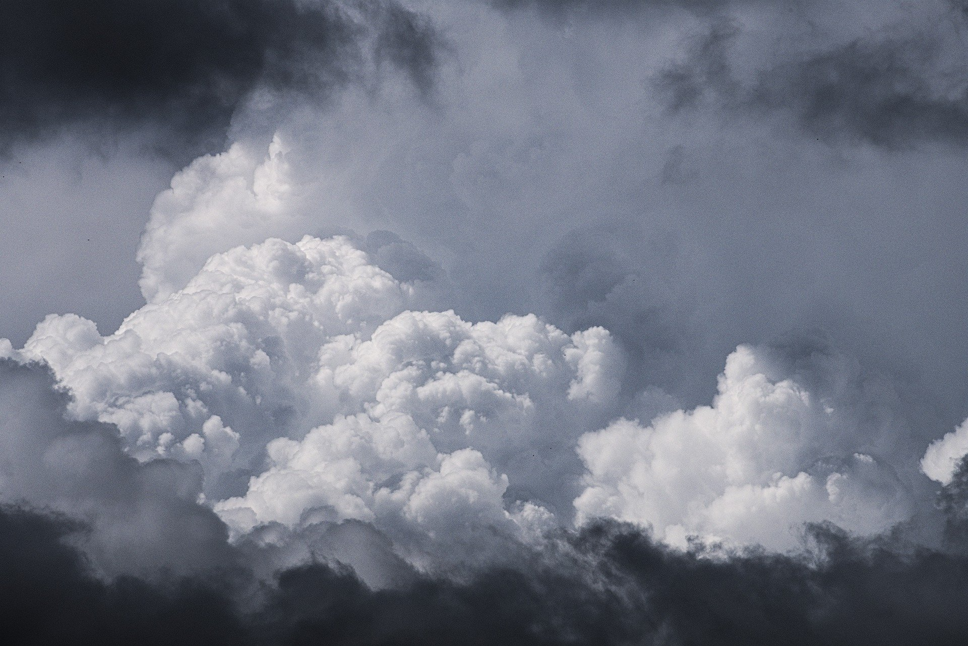 clouds-5368444_1920.jpg