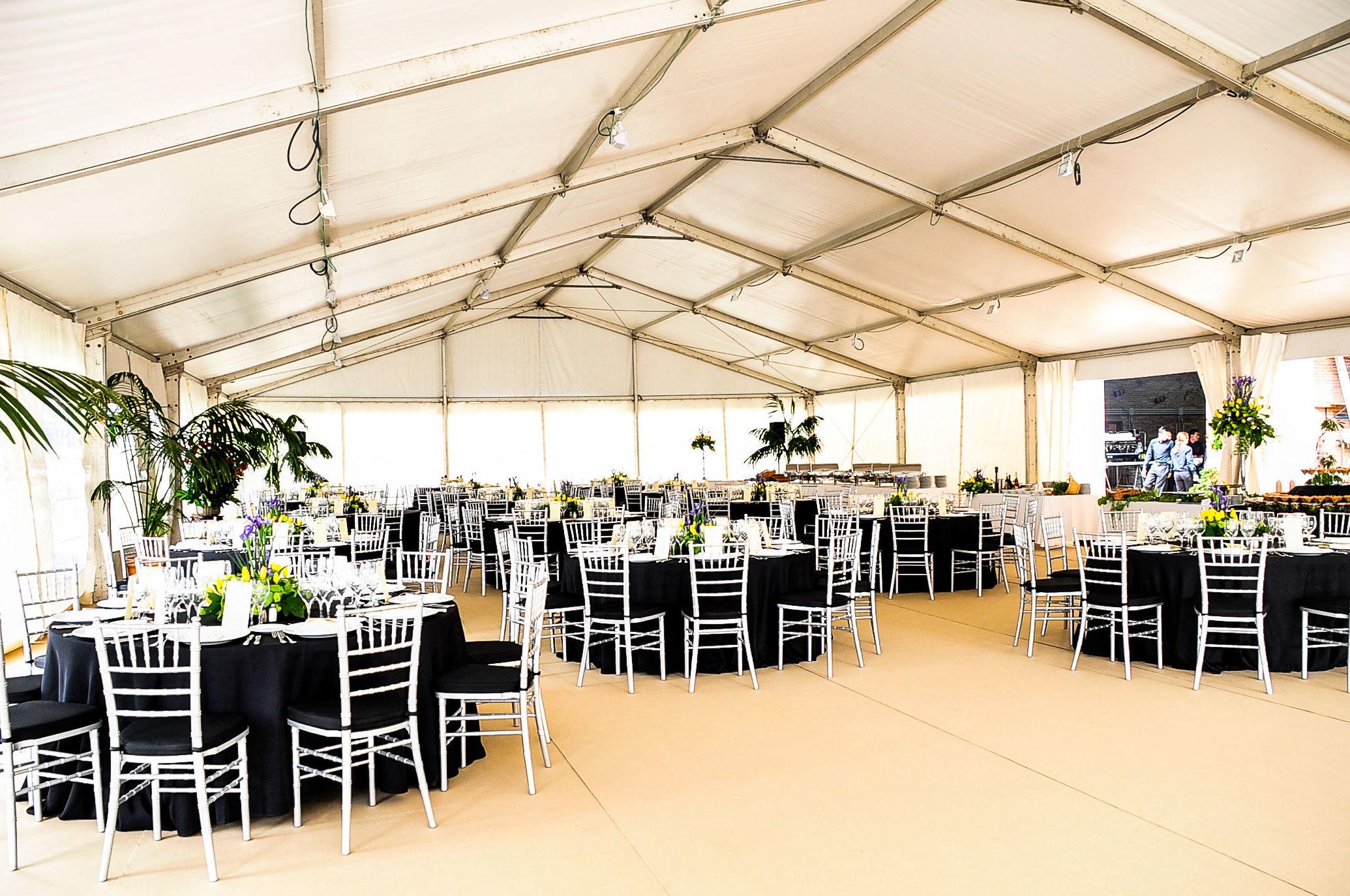 Empresa especializada en el alquiler de carpas, mesas, sillas, cuberterías... para eventos