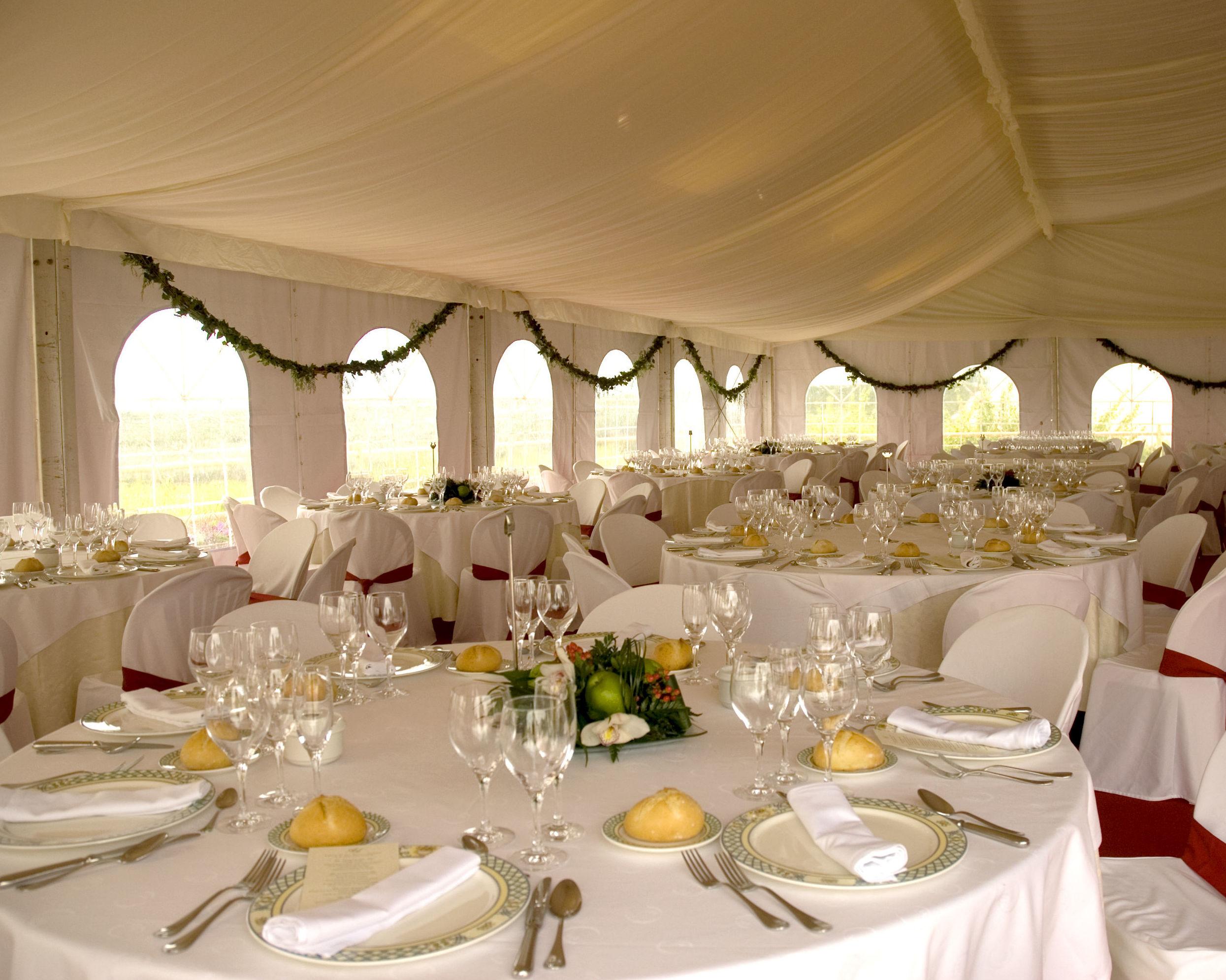 Alquiler de cristalería, cubertería y menaje para bodas en Murcia
