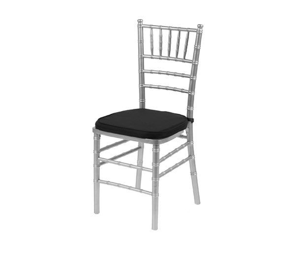 Cojín negro para silla Tiffany: Alquiler de Mantelería & Menaje