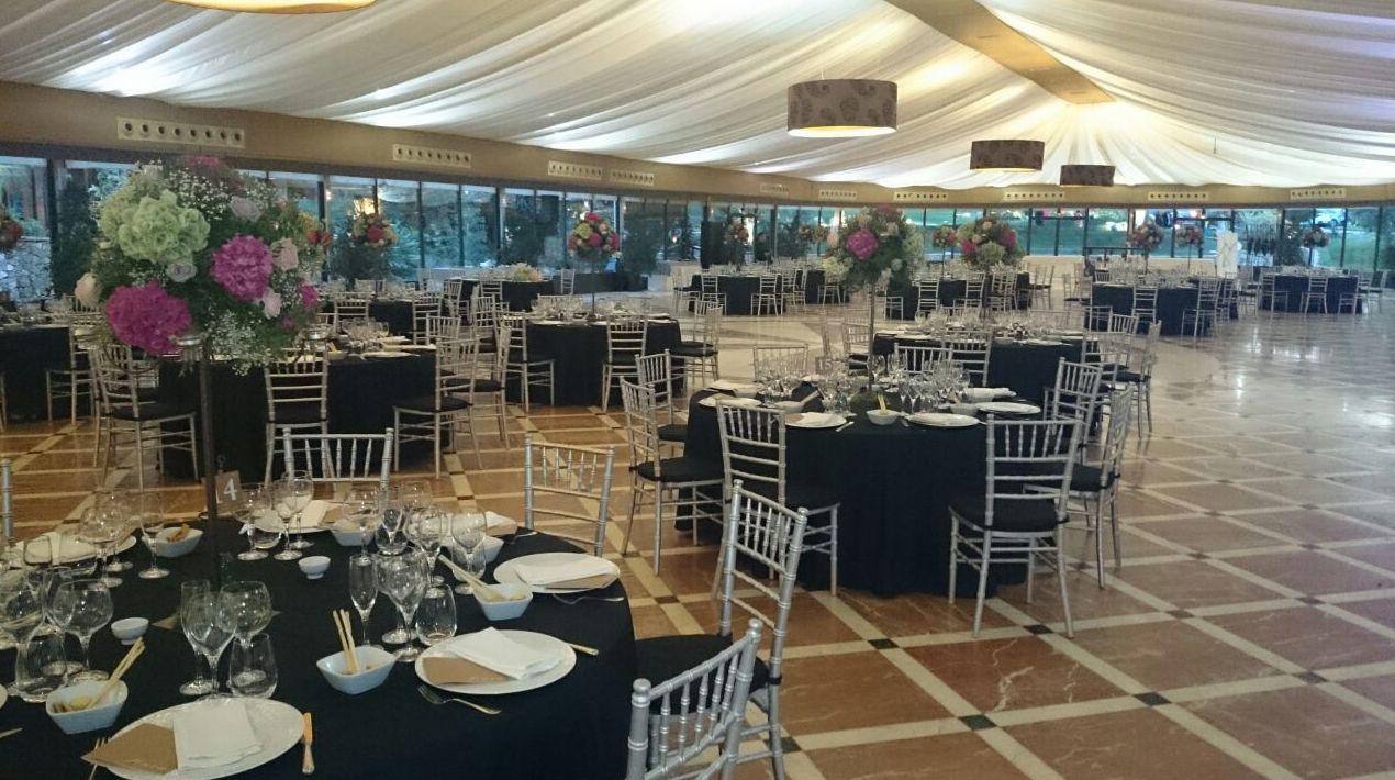 Alquiler de sillas y mesas para bodas o eventos en Murcia