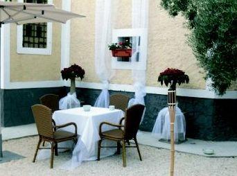 Empresa especializada en el alquiler de mesas, sillas, cuberterías,,,en Murcia