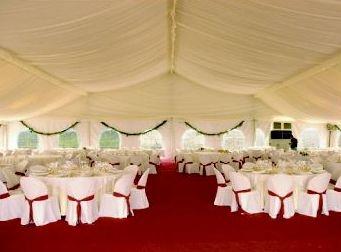 Empresa especializada en el alquiler de carpas, mesas, sillas, cuberterías, mantelería.. para tu boda o evento