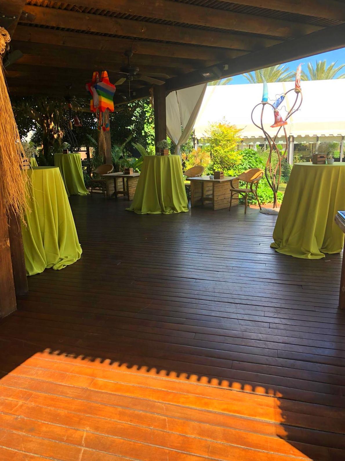 Foto 1 de Alquiler de sillas, mesas y menaje en El Palmar | Mantelería & Menaje