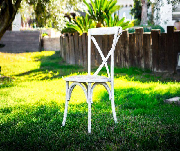 Silla Cross Back blanca: Alquiler de Mantelería & Menaje