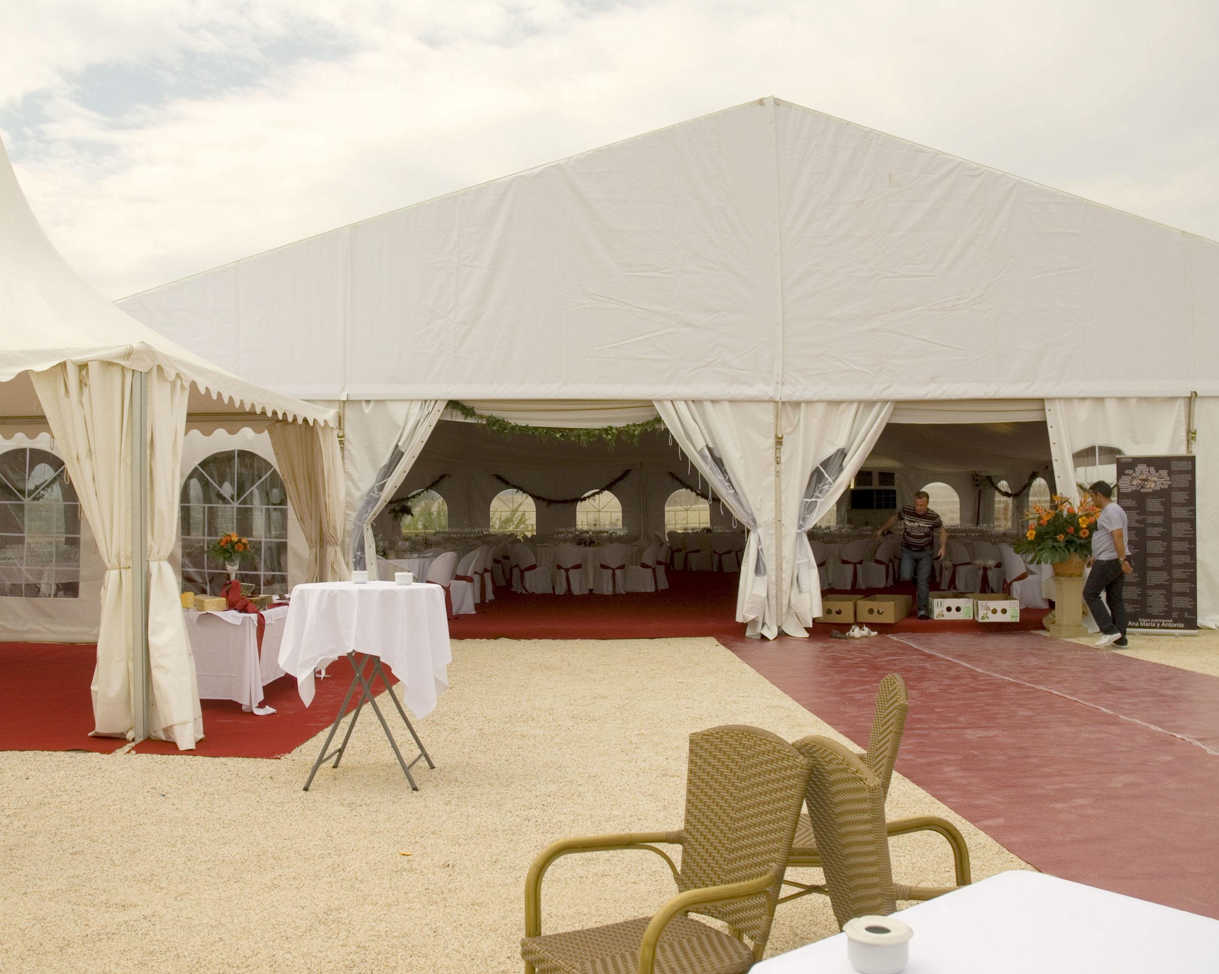 Empresa especializada en el alquiler de carpas, mesas, sillas, cuberterías...