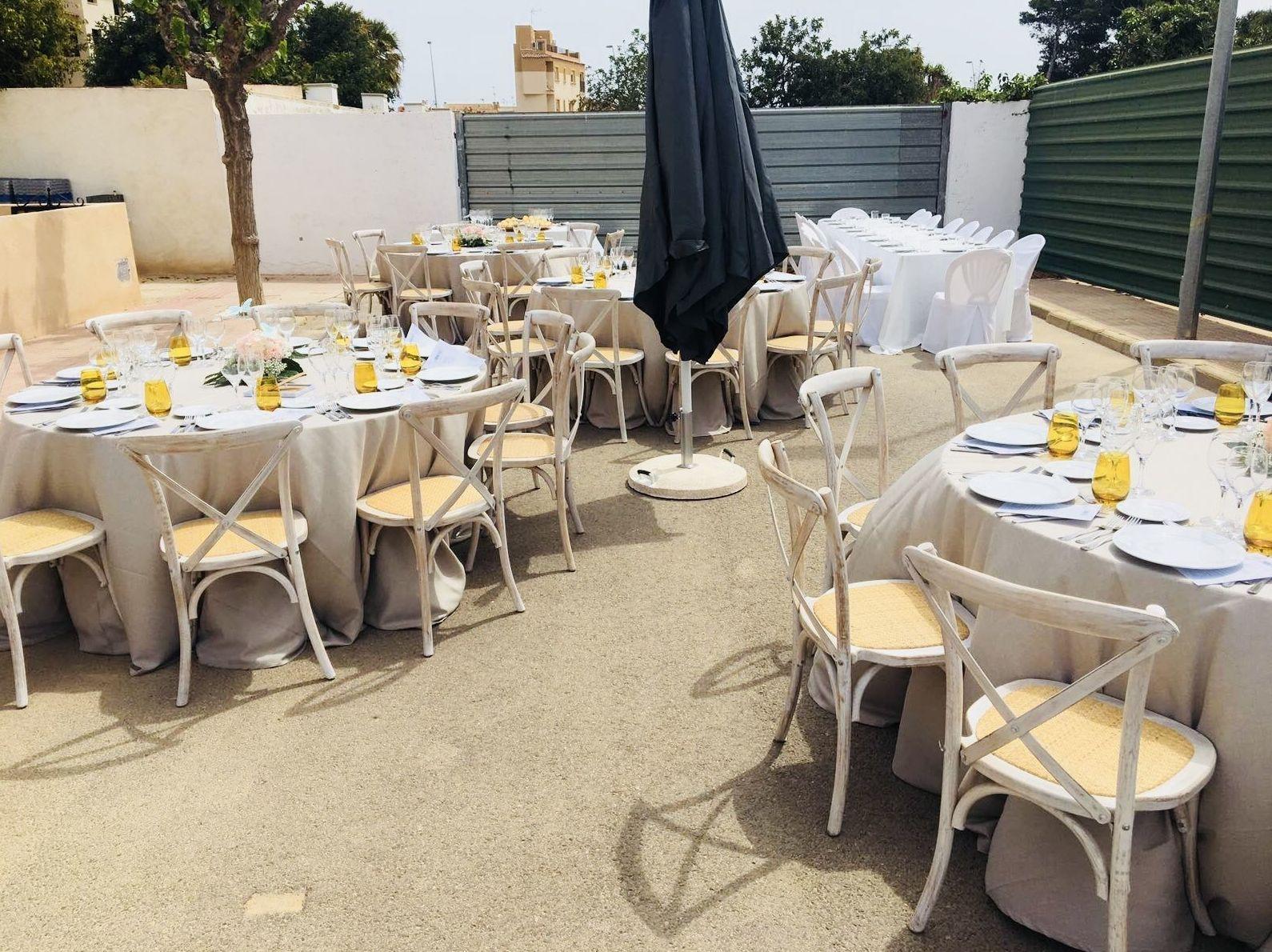 Foto 6 de Alquiler de sillas, mesas y menaje en El Palmar | Mantelería & Menaje