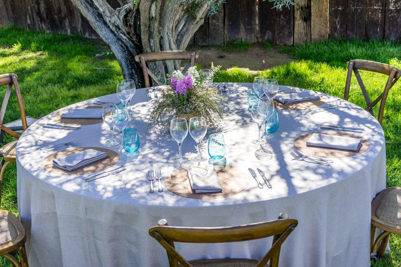Foto 2 de Alquiler de sillas, mesas y menaje en  | Mantelería & Menaje