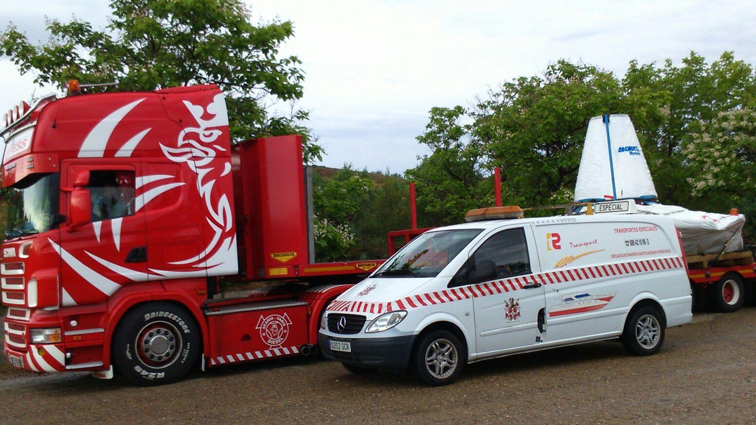 Coches piiloto de acompañamiento a vehículos especiales