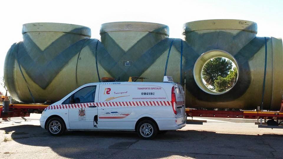 Vehículos de seguridad para acompañar transportes especiales