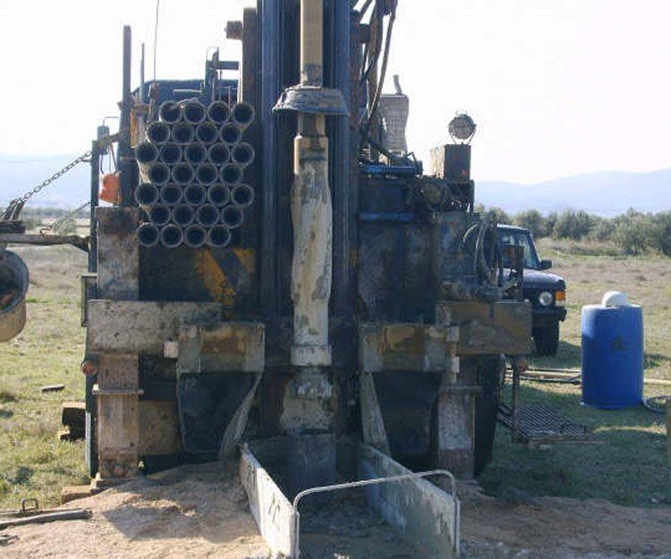Sondeo de pozos para extracción de agua subterránea