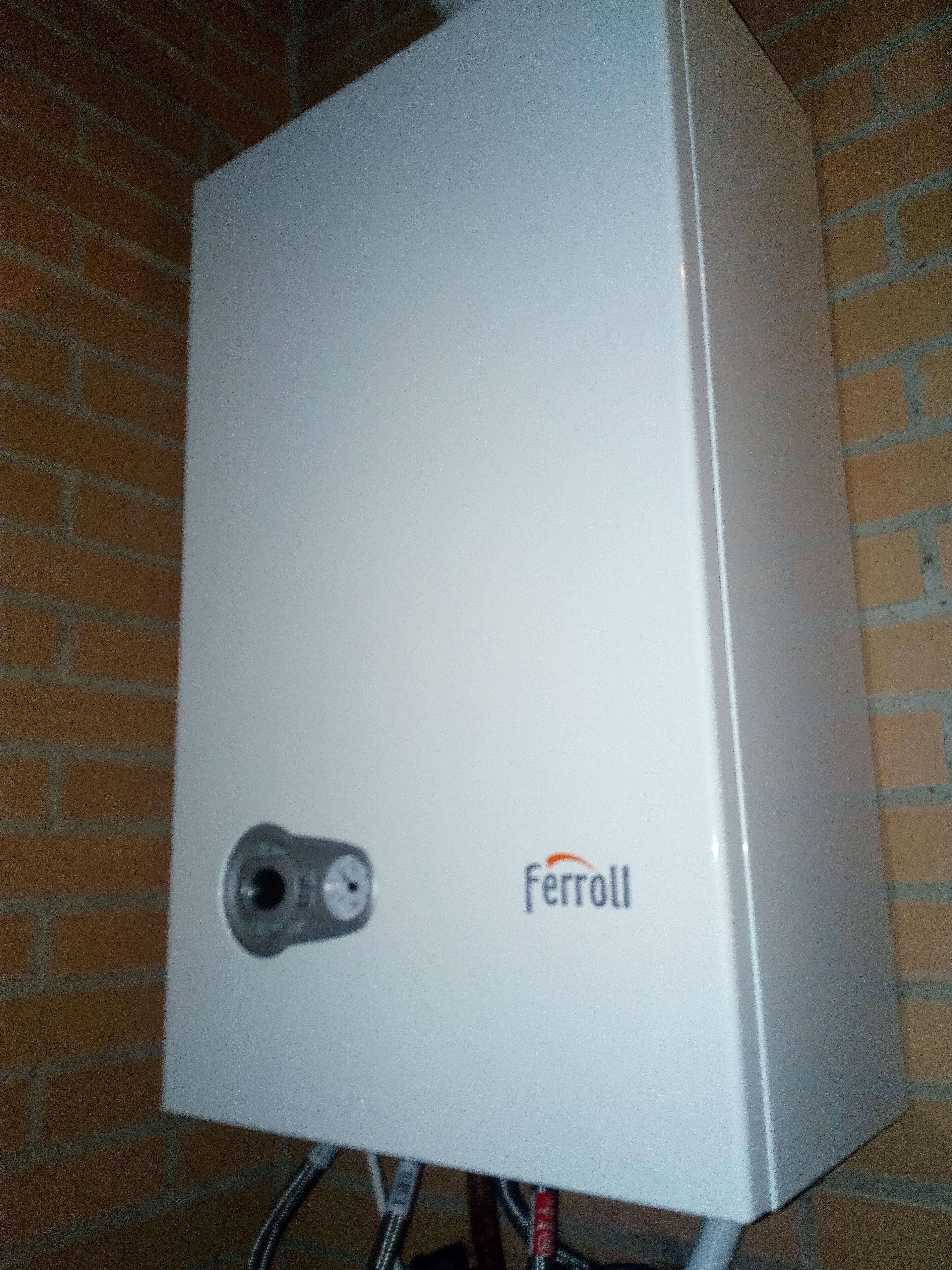 Montaje de caldera mixta de condensacion domestica .