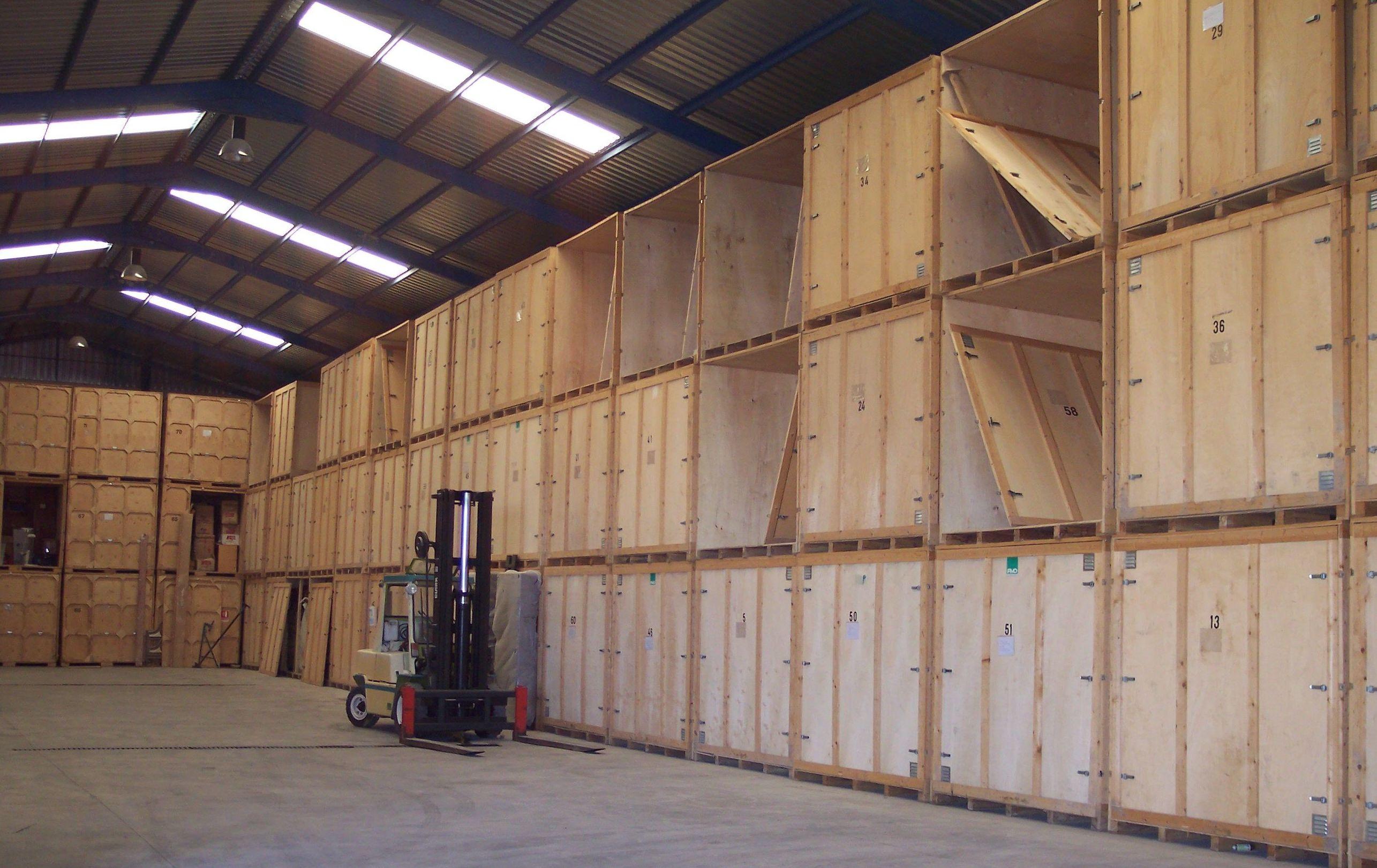 Guardamuebles en contenedores de madera