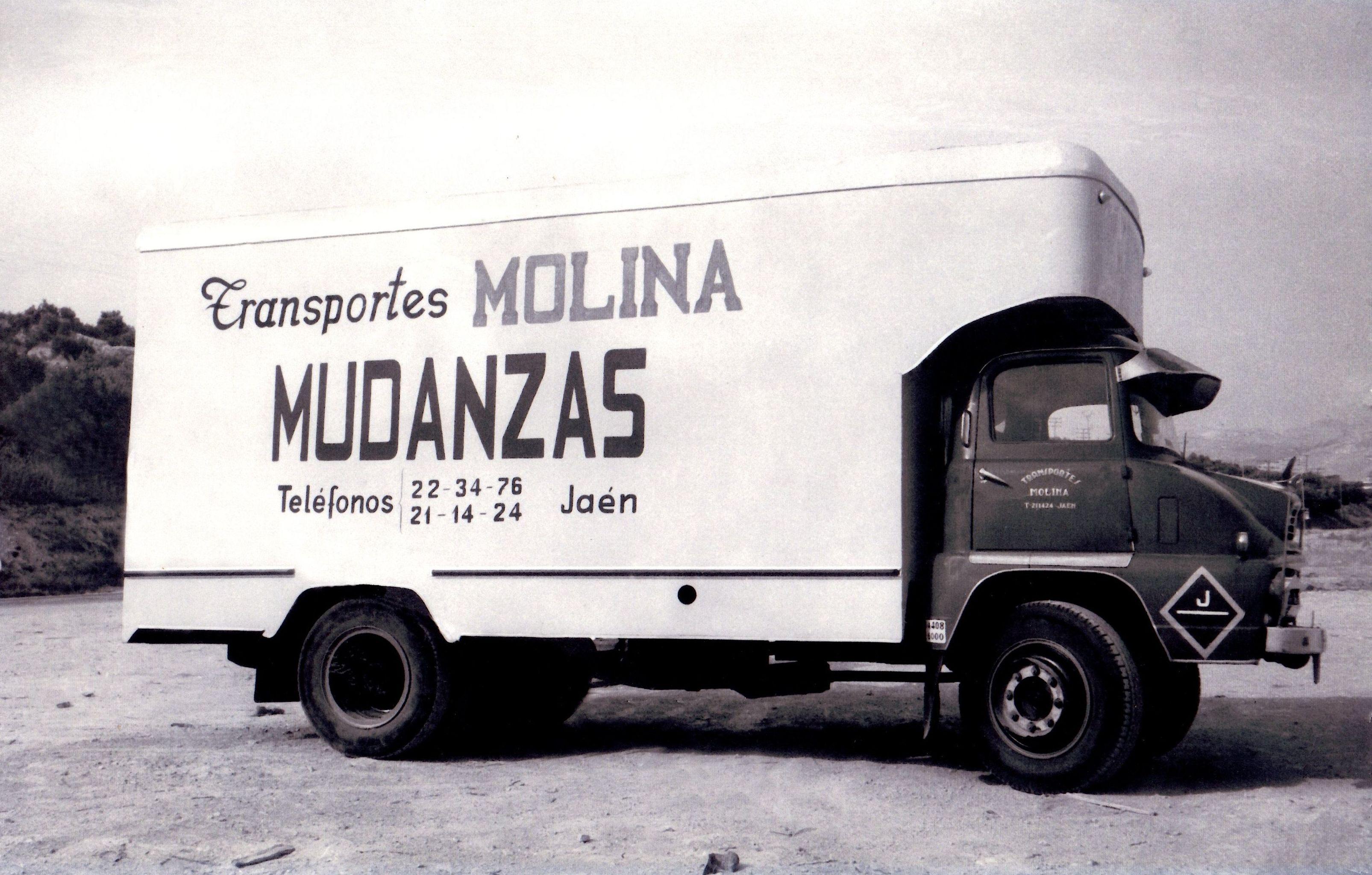 Mudanzas Molina en sus inicios, hace más de 40 años.
