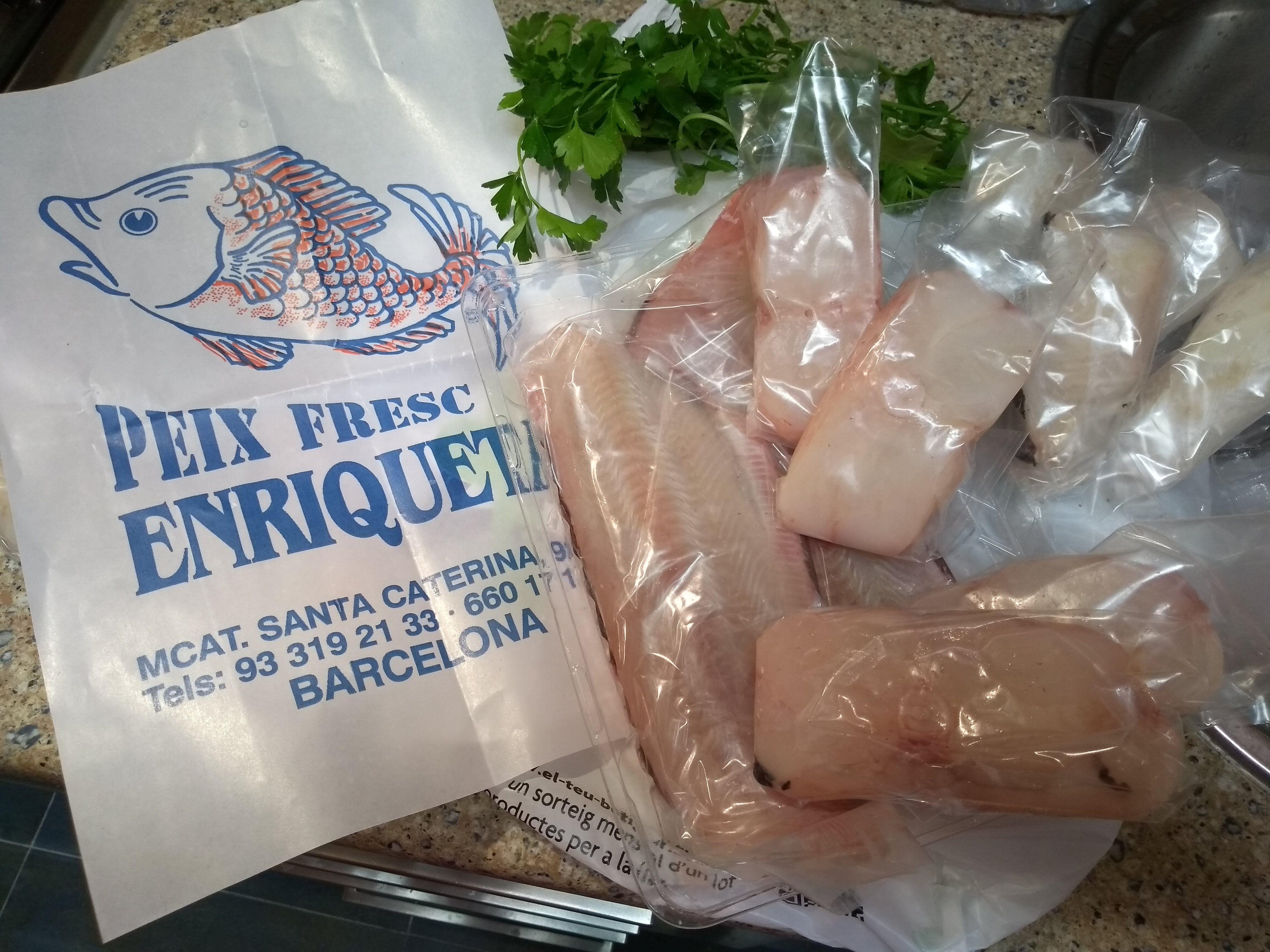 Pescado envasado listo para congelar