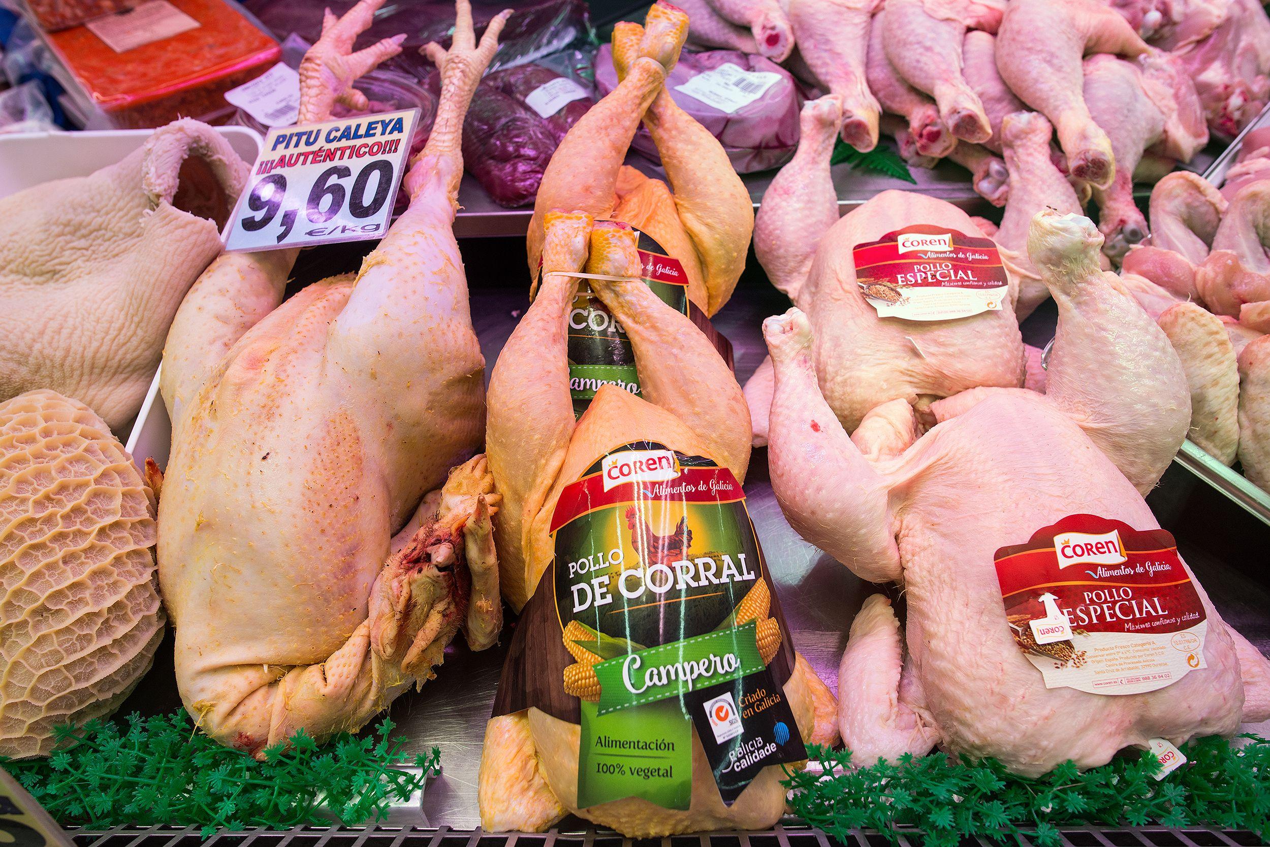 Pollo de corral y pitu caleya en Oviedo