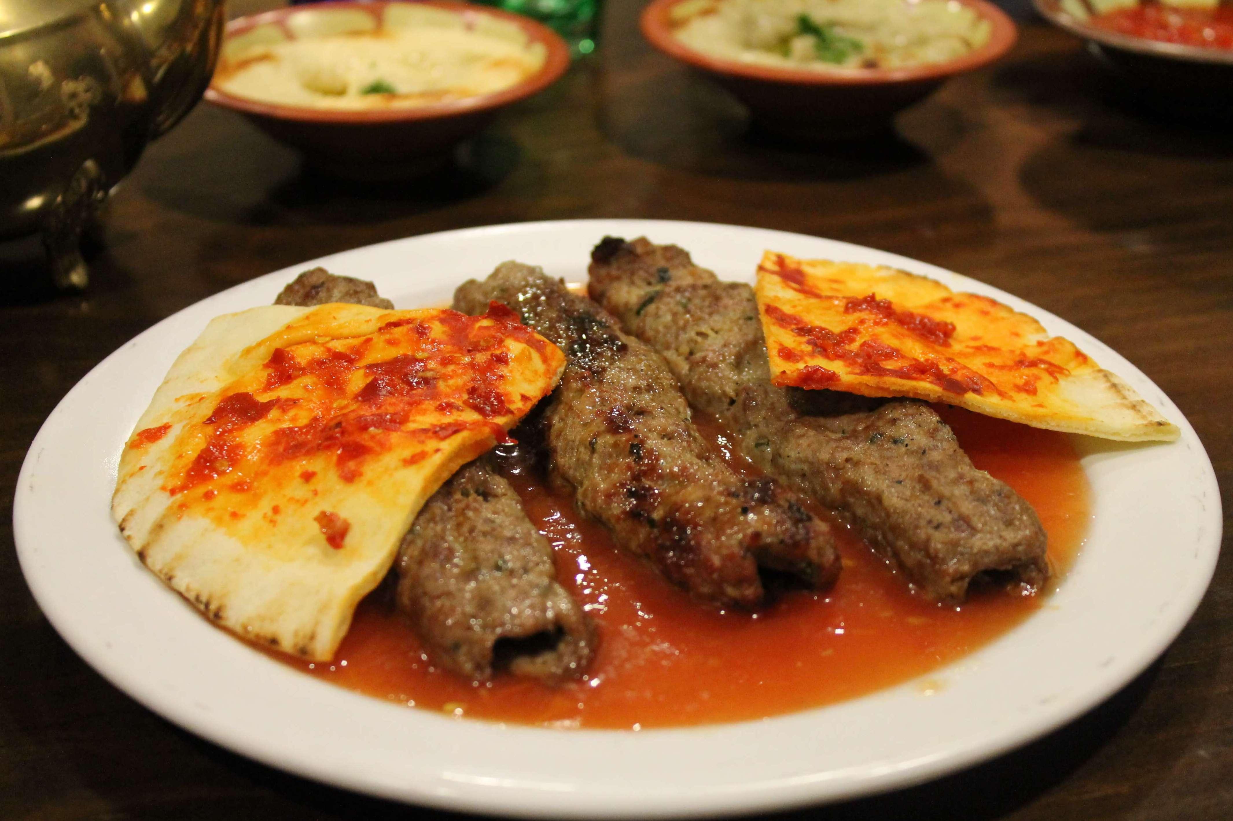 Pincho de carne picante - Restaurante Mataró - Les Mil i Una Nits