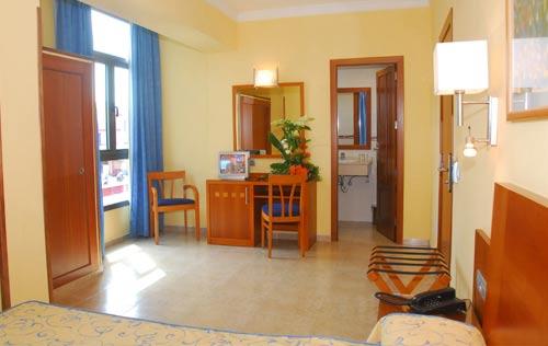 Foto 17 de Hoteles en Las Palmas de Gran Canaria | Hotel Pujol **