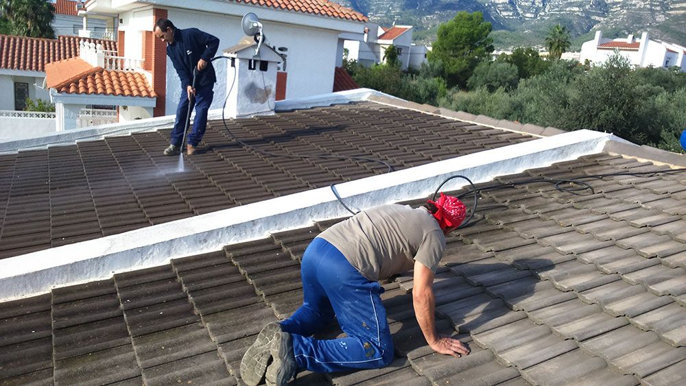 Work done with all kinds of roof tiles