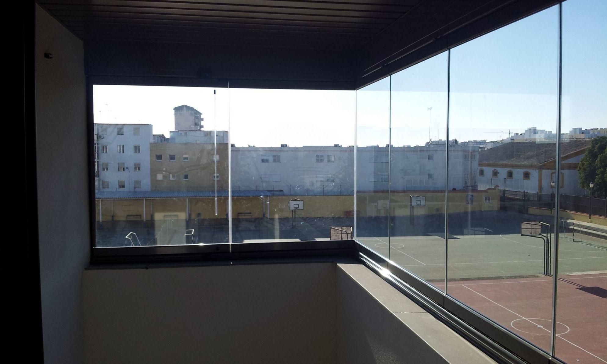 Cerramiento de terrazas con cortinas de cristal en Madrid