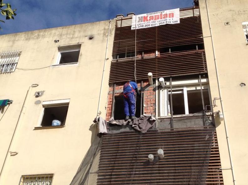 Ejecución de forjados y cerramientos para cierre patio luces en calle Estrella Espiga - Sevilla