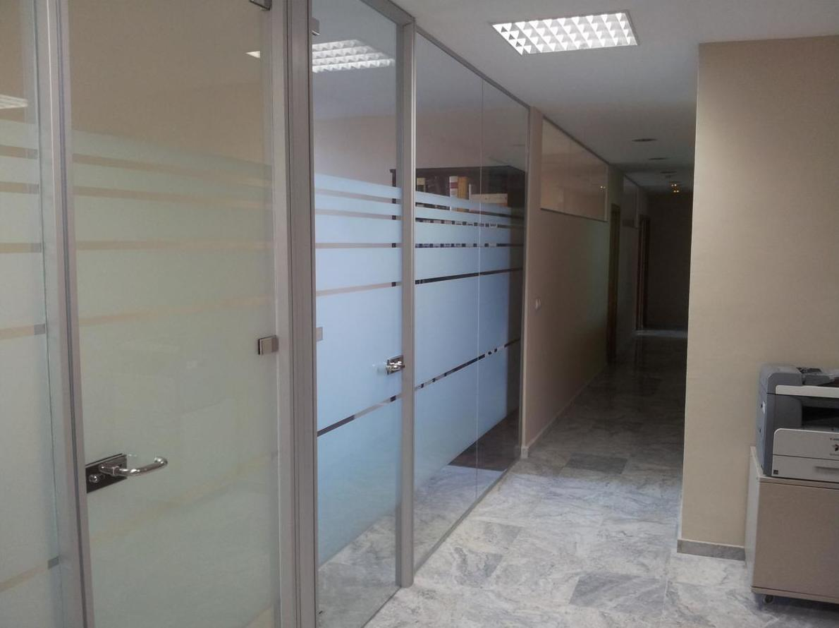 Mamparas de cristal divisorias para oficinas en Sevilla