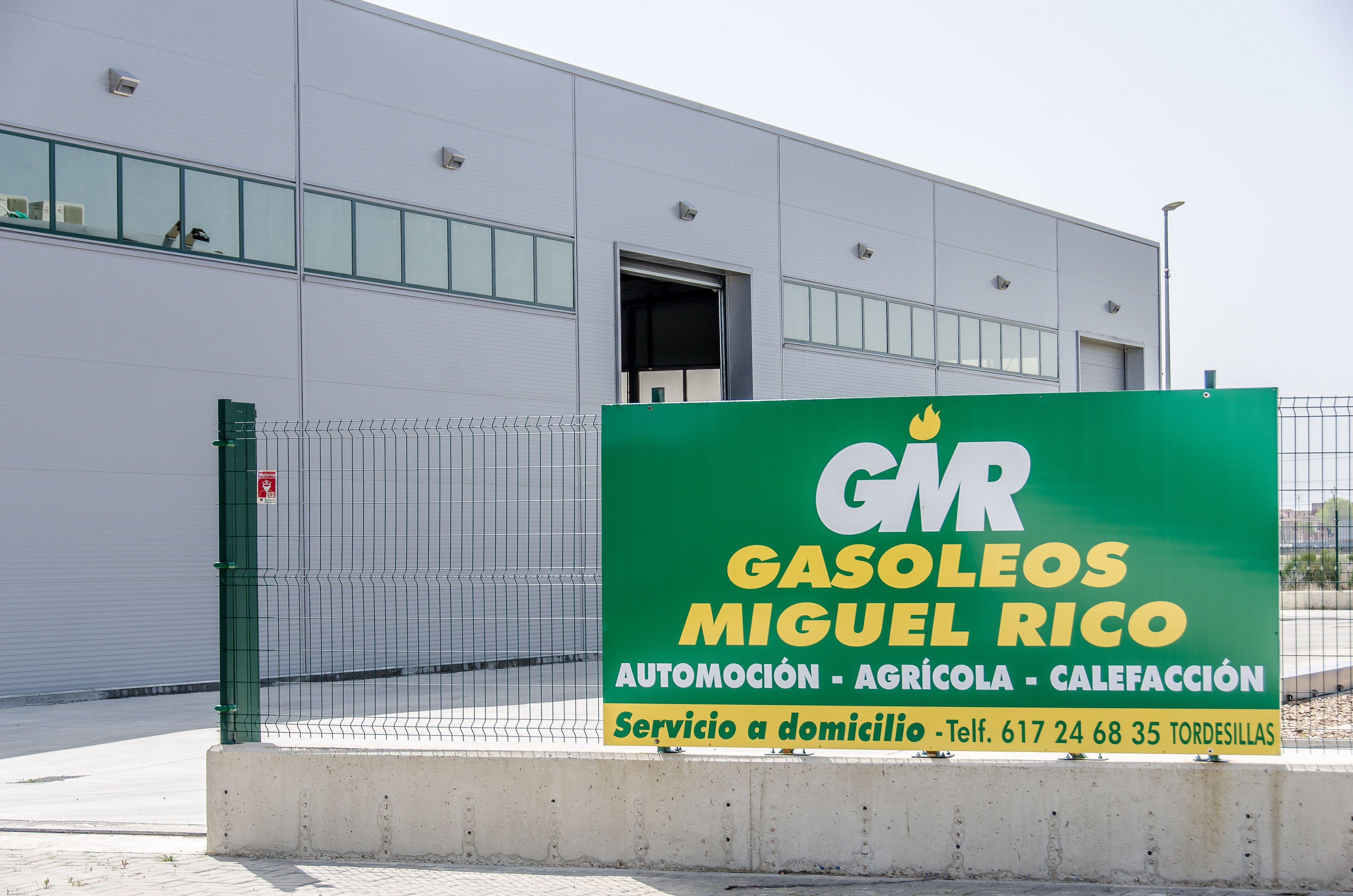 Suministramos gasóleo y adblue para la industria, la agricultura y el hogar