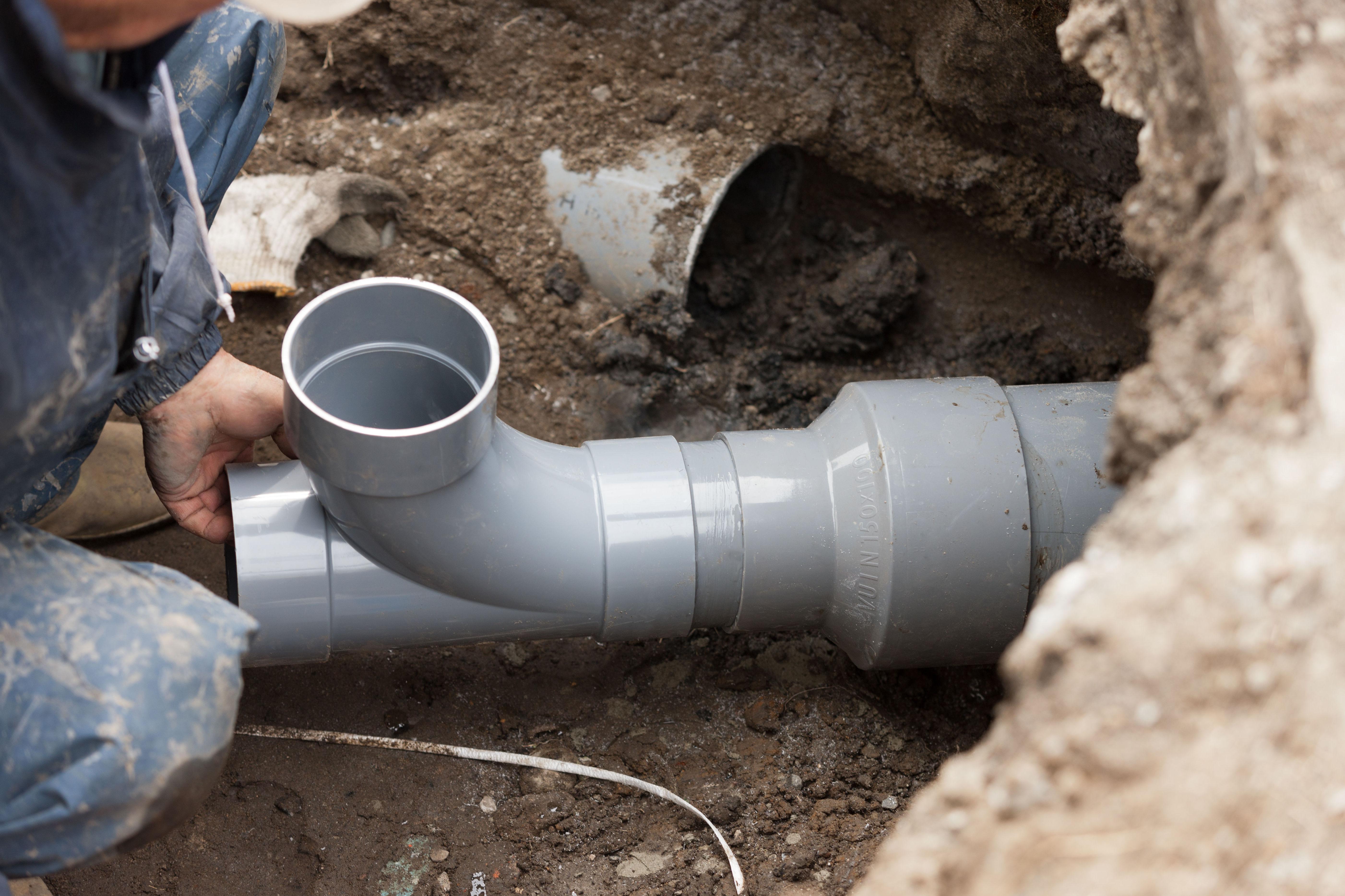 Mantenimiento, reparación y sustitución de tuberías de desagües.