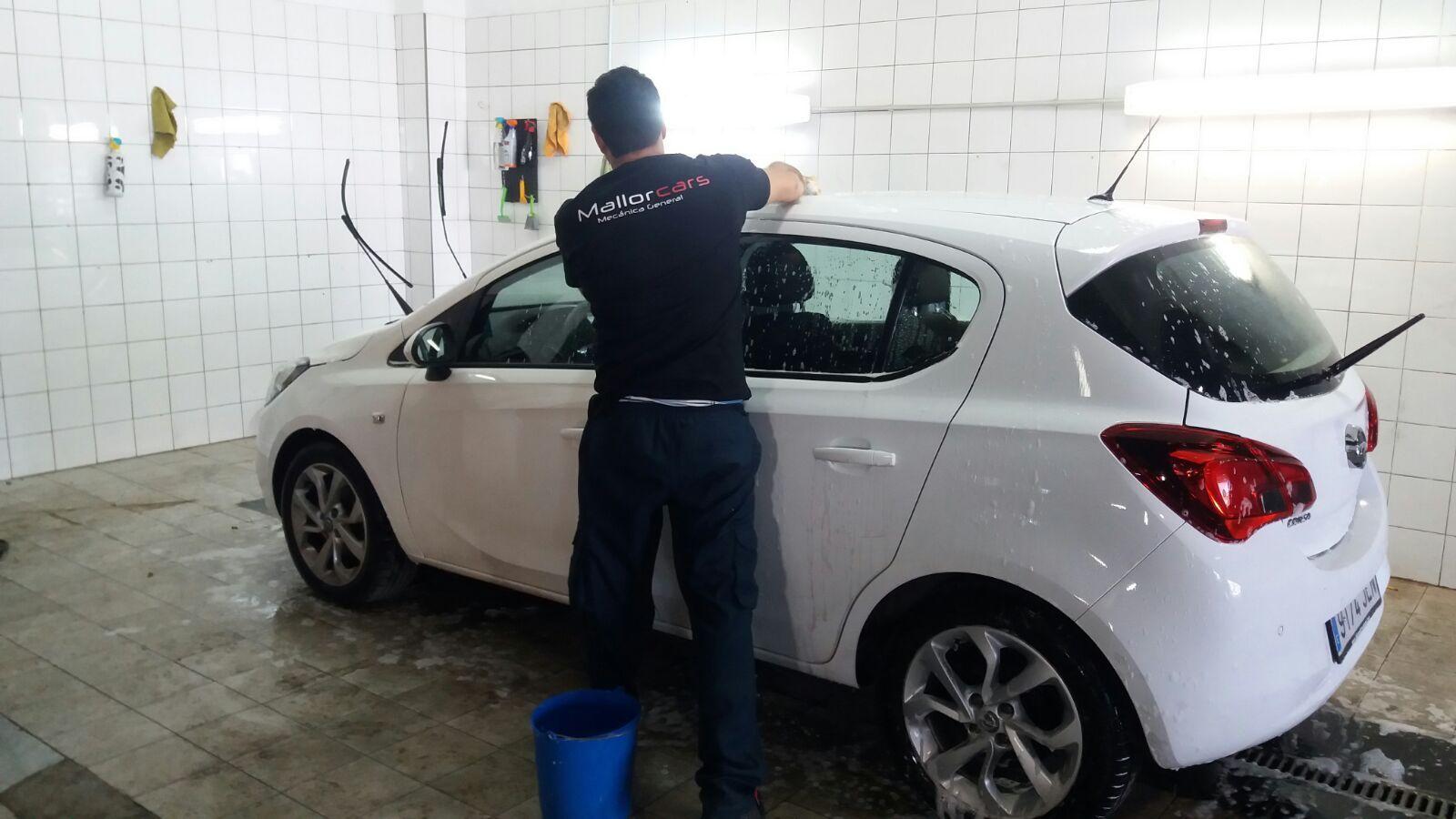 Limpieza de tapicería y exterior del vehículo