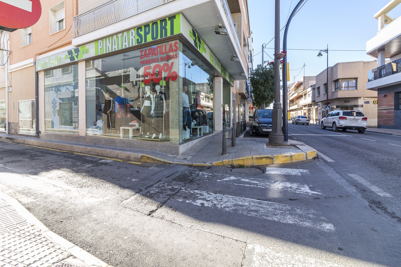 Fachada de la tienda de deportes en San Pedro del Pinatar