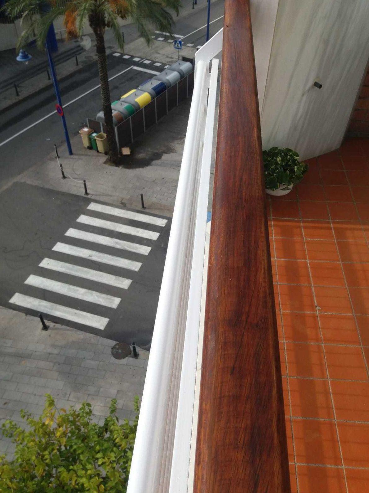 Barnizado de barandilla de madera Tarragona
