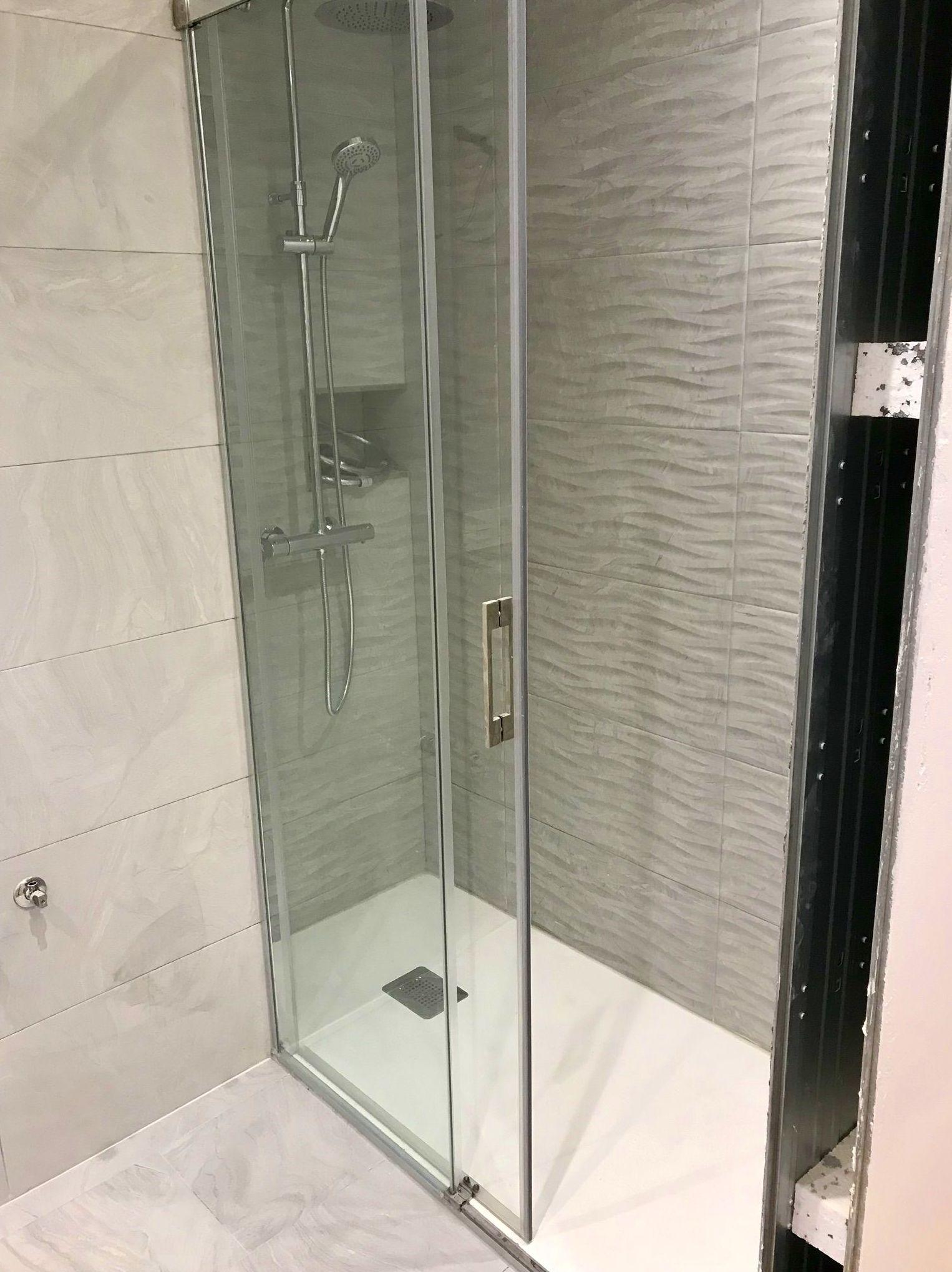 Cambio de bañera por ducha: Construcciones  de Construcciones Espiniella