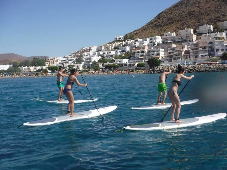 Práctica de paddle surf en el Cabo de Gata