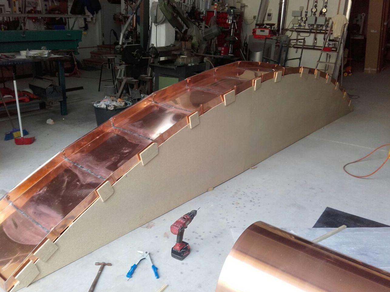 Fabricación canalón cobre en forma de arco