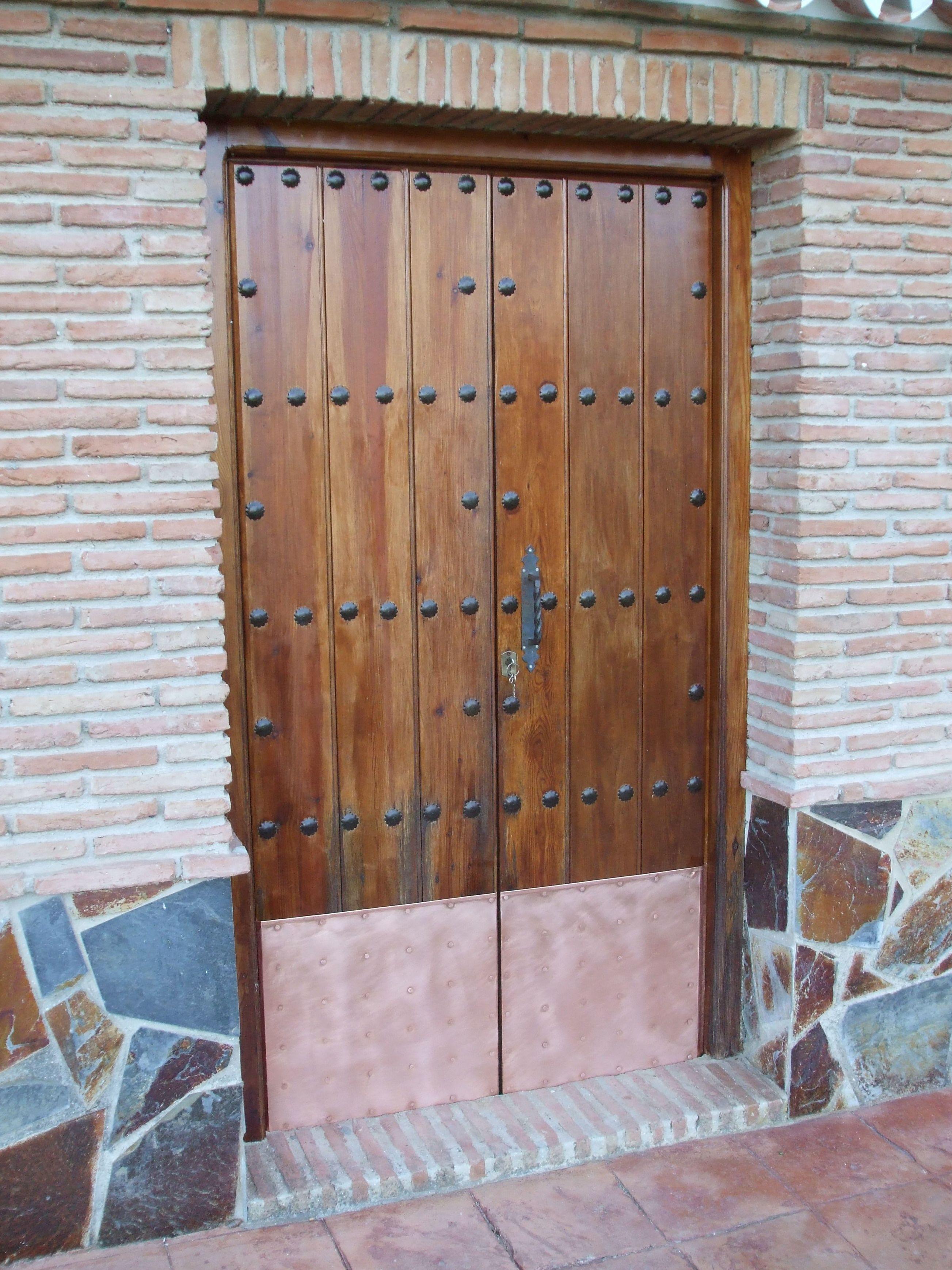 Puerta forrada en cobre