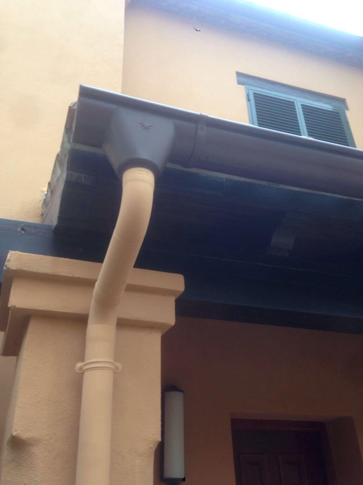 Canalon y bajante de aluminio en Malaga