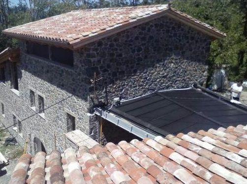 Cubierta en anthra\u002Dzinc, zona volcánica de la Garrotxa (Girona)