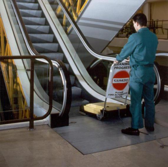 Limpieza escaleras mecánicas