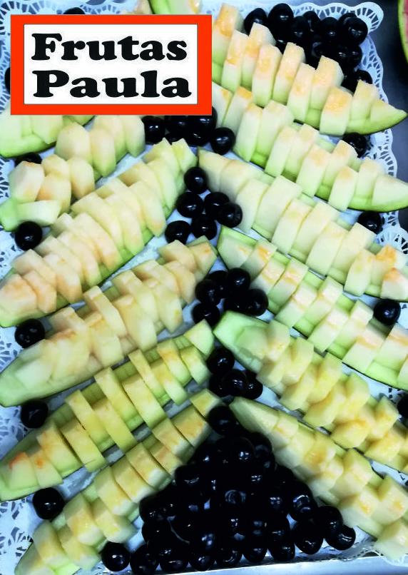 Melón cortado por Frutas Paula acompañado de unas super cerezas  en fiesta de cumpleaños