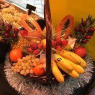 Bonita cesta preparada en Frutas Paula