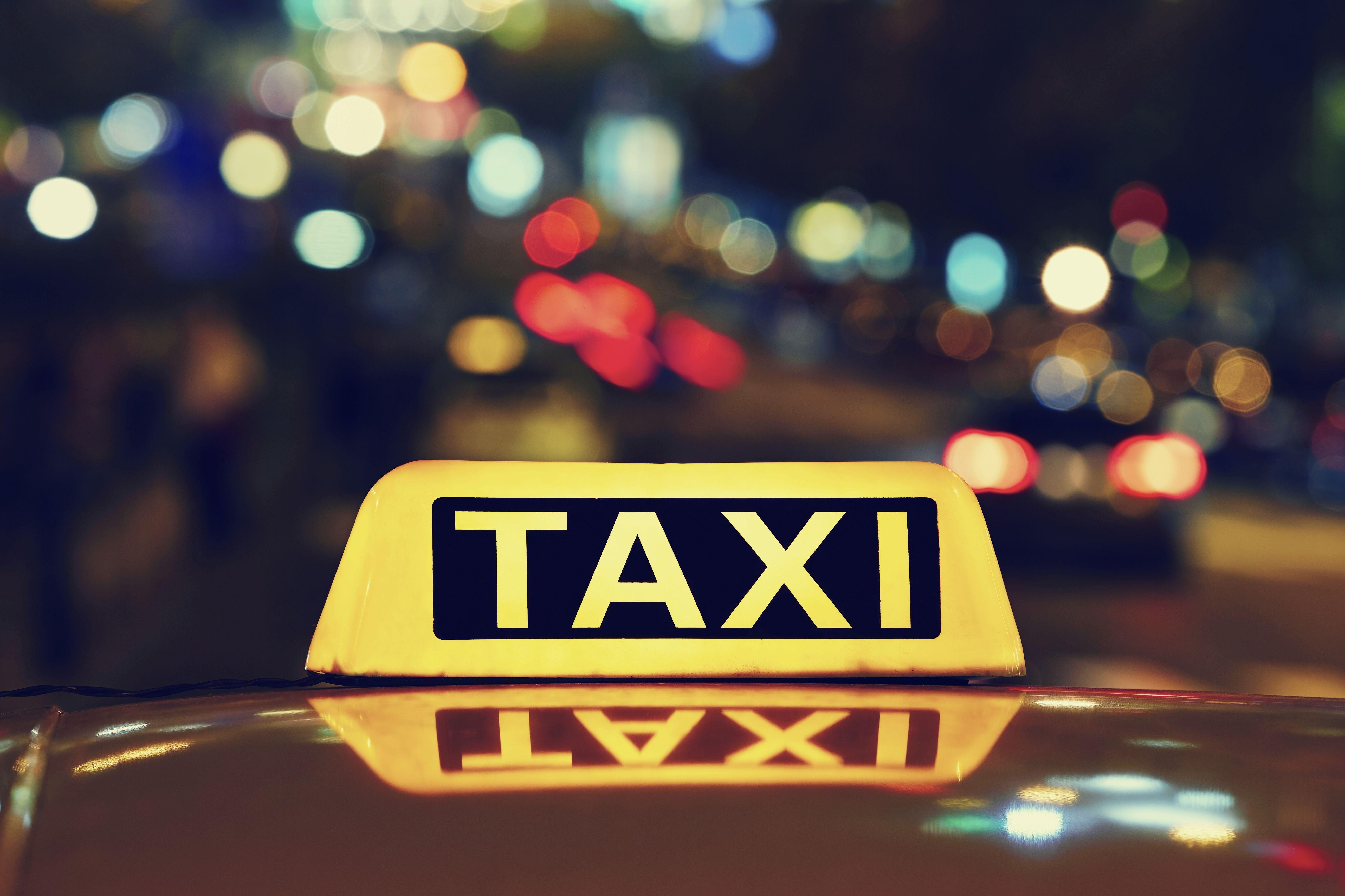 Taxi puerto Eixample Barcelona