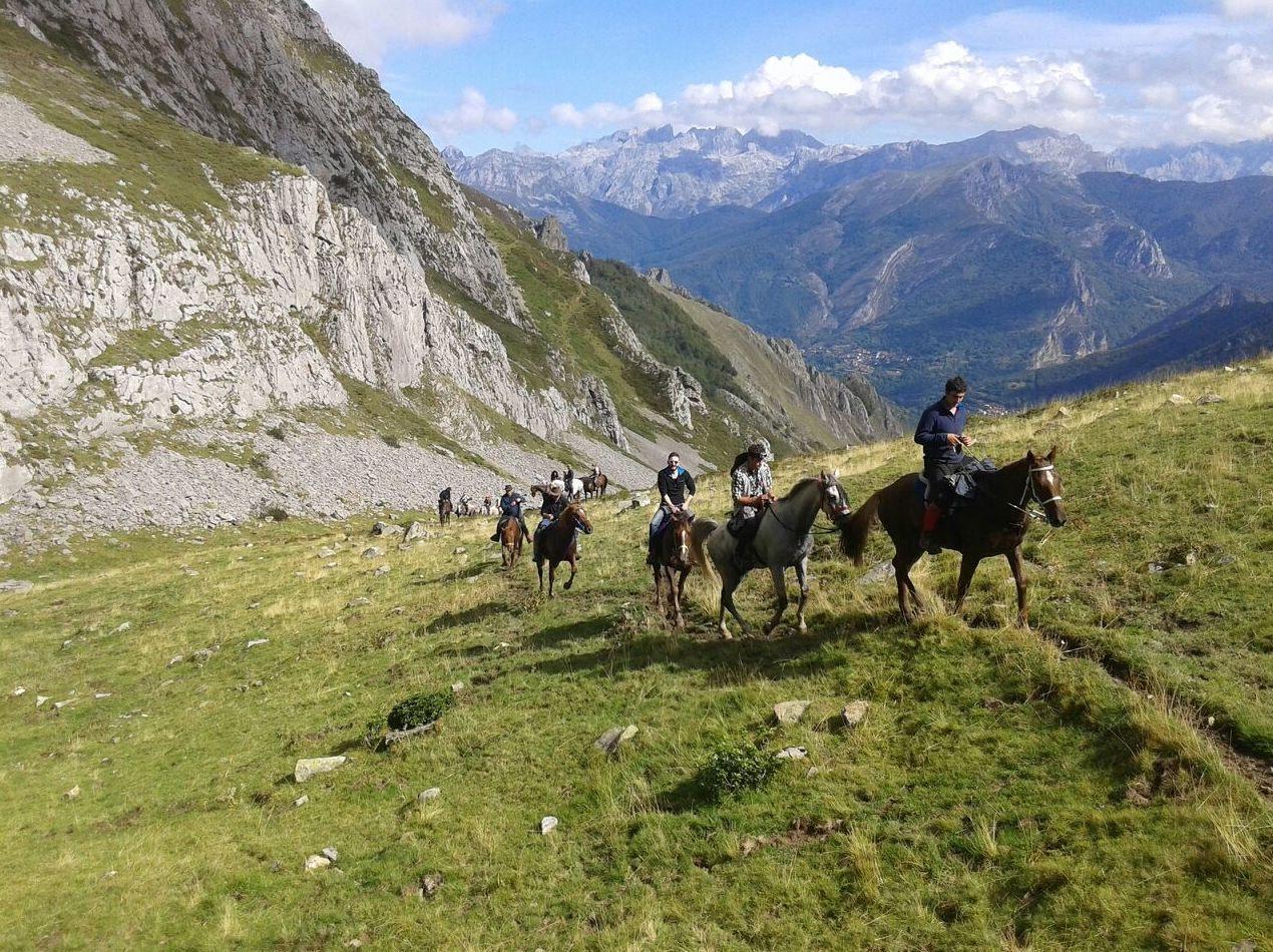 Foto 8 de Rutas a caballo en Soto de Cangas | Rutas a Caballo El Dorado