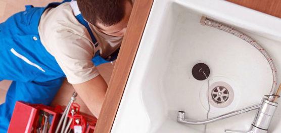Montaje de sanitarios y mamparas de baño