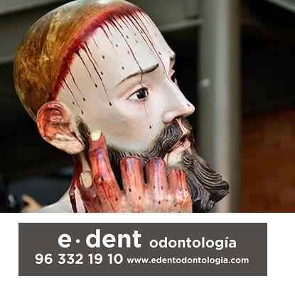 Dientes humanos dentro de una escultura del siglo XVIII. Implantes dentales en Valencia.
